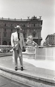 American actor John Wayne posing for a portrait in 'Piazza Esedra' in Rome . He is wearing a big hat. Get premium, high resolution news photos at Getty Images John Wayne Quotes, John Wayne Movies, Westerns, The Quiet Man, Actor John, American Actors, Old Hollywood, Movie Stars, Actors & Actresses