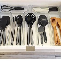 "3,774 Me gusta, 69 comentarios - Marie ""KonMari"" Kondo (@mariekondo) en Instagram: ""@cindyology makes it looks so easy! Her trick: measure your drawers before shopping for containers.…"""