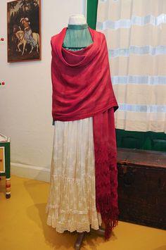 Frida Kahlo http://www.pinterest.com/gentlework/frida/