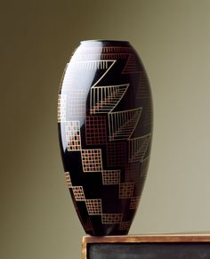 Jean Dunand, Vase en porcelaine laquée, 1915.