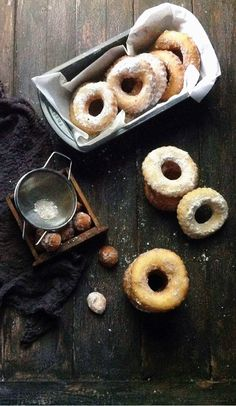 sugar-dusted spiced peach buttermilk doughnuts | une gamine dans la cuisine