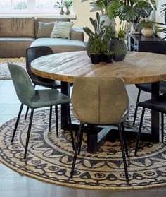 Dining Room Design, House Interior Decor, Decor, Dining Chairs, Round Dining Table Modern, Home Living Room, Modern Dining Table, Interior, Home Decor