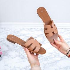 Papuci dama bej Danelia Hermes Oran, Sandals, Casual, Shoes, Fashion, Slide Sandals, Moda, Sandal, Shoes Outlet