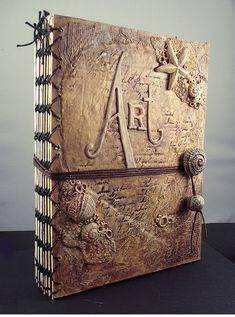 estilo acordeón alterada libro con una cubierta de arcilla del polímero y de las técnicas mixtas, por Samantha Braund