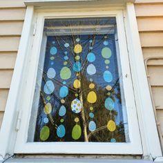 Ikkunakoriste. lasten | askartelu | pääsiäinen | käsityöt | koti | paperi | DIY ideas | kid crafts | Easter | home | paper crafts | Pikku Kakkonen
