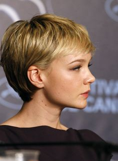 How To Pull Off A Pixie Cut – Whatever Your Face Shape Carey Mulligan Kurzhaarschnitte Frisuren Short Pixie Haircuts, Cute Hairstyles For Short Hair, Short Hair Cuts For Women, Hairstyles With Bangs, Short Hair Styles, Short Cropped Hairstyles, Short Cuts, Hairstyle Ideas, Blonde Pixie Haircut