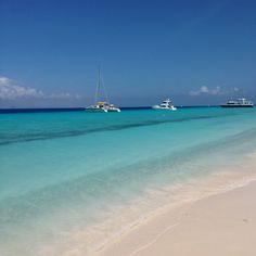 Klein Curaçao é uma pequena ilha que fica a 2h de barco de Curaçao. Para desfrutar deste pedaço do paraíso a gente reservou um dia inteiro, pois o passeio tem saída pela manhã e retorno no final da…