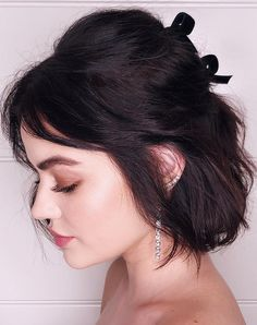 9 Half-Up, Half-Down Hairstyles for Any Occasion - DIY Hochzeit Frisuren Bob Hairstyles With Bangs, Short Hair With Bangs, Hairstyles Haircuts, Down Hairstyles, Braided Hairstyles, Short Haircuts, Hairstyle Short, Hairstyles Pictures, Half Up Half Down Short Hair
