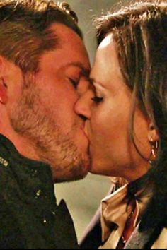 Sean Macquire/Robin Hood with Lana Parrilla/Regina Mills🏹♜ Abc Tv Shows, Best Tv Shows, Best Shows Ever, Favorite Tv Shows, Movies And Tv Shows, Robin Hood, Sean Maguire, Finally Happy, Best Kisses