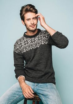Pattern is available in Norwegian as part of the Tema 51 printed pamphlet collection. Mens Knit Sweater Pattern, Sweater Knitting Patterns, Sweater Jacket, Men Sweater, Knit Fashion, Ikon, Men Dress, Casual Outfits, Costume