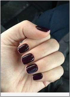 How to use nail polish? Nail polish on your friend's nails looks perfect, but you can't apply nail polish as you wish? You may get reduce nail polish probl Nagellack Design, Nagellack Trends, Shiny Nails, My Nails, Dark Gel Nails, Dark Color Nails, Dark Nails With Glitter, Dark Purple Nails, Light Colored Nails