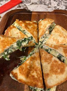 Spinach Artichoke Quesadillas Spinach Pie, Spinach Artichoke Dip, Frozen Spinach, Veggie Recipes, Mexican Food Recipes, Snack Recipes, Cooking Recipes, Snacks, Keto Recipes