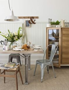 NATURAL INDUSTRIAL DINING ROOM GOODHOMES MAGAZINE JUNE 2011 STYLING EMMA CLAYTON PHOTOGRAPHY DAVID CLEVELAND
