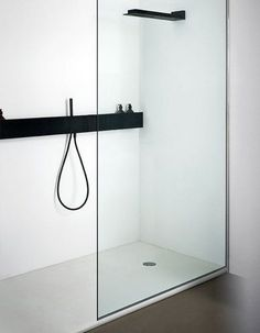 Minimal shower. | http://bathroom-design-zella.blogspot.com