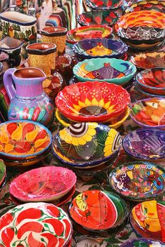 El Mercado ... Mexican Folk Art. I want to shop there and buy all new dishes!