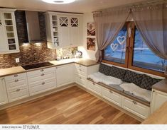 68 suprising small kitchen design ideas and decor that you will suprised 25 Small Kitchen Remodel Decor Design Ideas Kitchen Small suprised suprising Cozy Kitchen, Home Decor Kitchen, Interior Design Kitchen, Home Kitchens, Kitchen Ideas, Kitchen White, Kitchen Hacks, Kitchen Country, Kitchen Cupboard