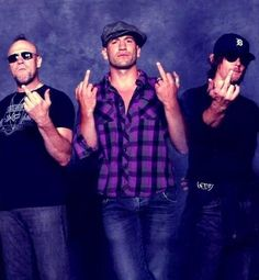 norman reedus one finger salute | FeralFemme, the above image showed up all over Twitter and Facebook ...