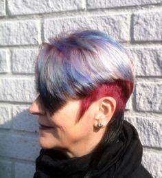 Monivärjäys 28.3.2016 tekijänä parturi-kampaaja Maria Liimatainen Pohja Schwarzkopf Igora Royal 9-98 ja 6-99 , raidat Wella Blondor 2-0 ja Crestol Fantasy Color Gloss 042, 039 #EirajaMariaOy #kampaamo #kampaaja #monivärjäys #Korso #Vantaa #hiukset #tukka #hair #wella  #crestol #schwarzkopf #igoraroyal #multicoloured #hairdresser #hairsalon
