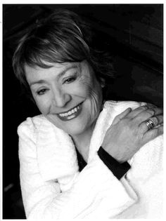 Annie Girardot October 1931 – 28 February was a three-time César Award winning French actress. Star Francaise, Jean Luc Godard, Richard Gere, Star Pictures, Celebrity Portraits, French Actress, Annie, Celebs, Celebrities