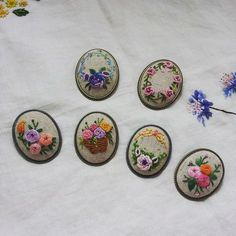 #brooch#embroidered #embroidery #french embroidery#needlework#stitch#핸드메이드#자수#자수브로치