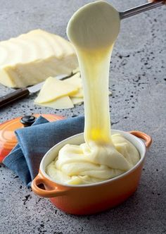 Aligot à la tome fraîche de cantal - Visit the culture section of… French Dishes, French Food, Tapas, Vegetarian Recipes, Cooking Recipes, Side Dish Recipes, Fondue, Food For Thought, Love Food