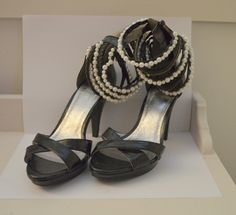 Sorte sko med perler og høy hæl 38 Perler, Hanging Canvas, Modern Kitchen Design, Thrifting, Shoes, Fashion, Pictures, Moda, Zapatos