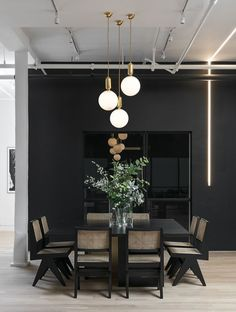 Modern Dining Room Design Ideas - Modern dining-room décor ideas: Impress your guests with these modern design ideas. Dining Room Walls, Dining Room Design, Room Chairs, Dining Room Feature Wall, Bag Chairs, Design Kitchen, Contemporary Home Decor, Modern Interior Design, Modern Interiors