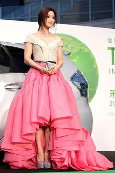 Fan Bingbing Style Her Most Glamorous Red Carpet Gowns and Dresses Ever Grey Fashion, Red Carpet Fashion, Fashion Outfits, Fashion Trends, Funky Fashion, Celebrity Outfits, Celebrity Style, Marchesa Gowns, Fan Bingbing