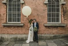 We all love a mountain wedding, but these gorgeous urban wedding photos have us wanting to book a downtown venue like yesterday! City Hall Wedding Inspiration, Ireland Wedding, Elope Wedding, Elopement Wedding, Dublin City, Intimate Weddings, Wedding Photoshoot, Wedding Pictures, Wedding Photography