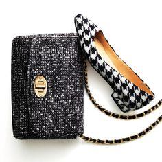 Black and white accessories = a wardrobe staple.