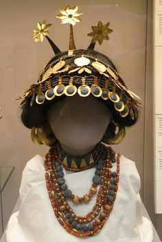 Elaborate headdress of a high-level Sumerian woman, possibly a queen or a priesless. From the royal death pits at Ur, ca. 2600 BC, now on display in the British Museum. It is made of gold, lapis lazuli and carnelian.