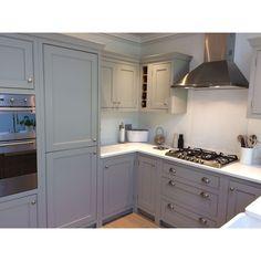 Crewe Road – Classic Kitchens New Site Kitchen Interior, Home Decor Kitchen, Grey Kitchens, Kitchen Decor, Open Plan Kitchen Living Room, Modern Shaker Kitchen, Kitchen Layout, Classic Kitchens, Kitchen Renovation