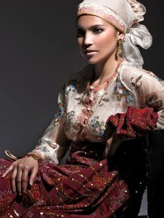 Maranao culture of the Muslim tribe of southern part of the Philippines Muslim Fashion, Ethnic Fashion, Philippines Culture, Philippines Tourism, Filipino Culture, Beauty Around The World, Folk Costume, Costumes, Portraits