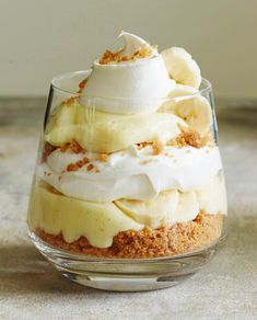 un, don't walk, to grab the recipe for Banana Cream Pie Vanilla Parfaits. That homemade vanilla pudding (with almond Banana Cream Pudding, Banana Pie, Baked Banana, Banana Trifle, Parfait Desserts, Pudding Desserts, Pavlova, Pampered Chef, Vanilla