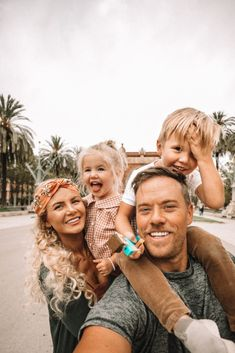 Beautiful Barcelona - Barefoot Blonde by Amber Fillerup Clark Cute Family, Family Goals, Family Life, Siblings Goals, Summer Family Pictures, Life Goals Future, Amber Fillerup, Barefoot Blonde, Family Picture Outfits