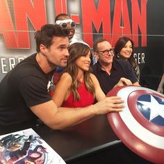 Photo op with the cast of #AgentsOfSHIELD as they meet fans for their signing at the #MarvelSDCC booth! by marvel