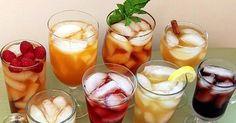 Pripravte si ľadový čaj v chladničke. Môžete použiť ako sáčkový tak aj sypaný čaj. Ochutené ľadové čaje nemusíte variť! Osviežujúci letný nápoj bez varenia