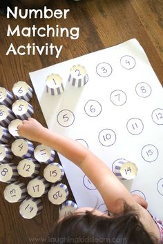 紙コップと紙で簡単に数字合わせ!Number matching activity for kids. Great for home or classroom.