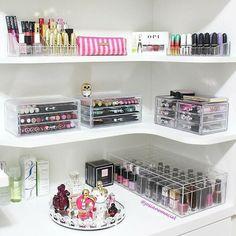 Makeup vanity organization beauty room make up 28 ideas Rangement Makeup, Make Up Storage, Diy Storage, Storage Ideas, Storage Shelves, Extra Storage, Shelving, Build Shelves, Storage Cart