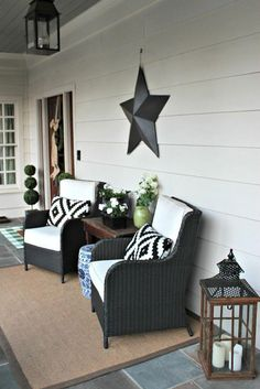 SIX BUDGET SPRING FRONT PORCH IDEAS. These spring decorating ideas for your front porch will inspire you to decorate your front porch on a budget. furniture ideas Six Spring Front Porch Ideas to Decorate on a Budget Farmhouse Front Porches, Small Front Porches, Front Porch Design, Front Patio Ideas, Decorating Front Porches, Fromt Porch Decor, Backyard Porch Ideas, Fromt Porch Ideas, Front Porch Seating