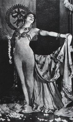 Color hari desart womans nude