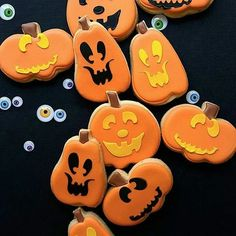 These are adorable!!! By @merci.bakery #decoratedcookies #edibleart #pumpkins #royalicing #sweets #desserts #pic