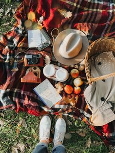 Fall Pictures, Fall Photos, Autumn Cozy, Fall Winter, Autumn Flatlay, Boho Fashion Fall, Autumn Aesthetic, Autumn Photography, Fall Family