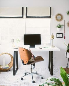 Black + white modern bohemian style workspace // via @workspacegoals on Instagram