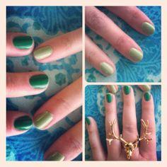 I don't give a fuhh about tha nails. Look at that ring! Green Nail Polish, Green Nails, Nail Ring, Small Canvas, Leprechaun, Diy Nails, Pretty Cool, Beauty Ideas, How To Do Nails