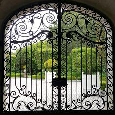Gates of the Carolands mansion