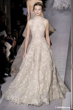 I have always been obsessed with Valentino - everything is so timelessly elegant!