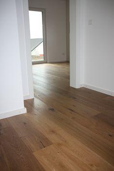 Wildeiche Parkett | Eiche, braun, rustikal, Äste, brauner Boden, Holzboden, Fußboden, Landhausdiele #Wohnen #Parkett #Design