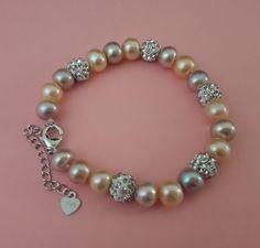 bd47ce1f3 Pulsera de perlas tricolor con bolas de circonita y broche de cadenilla  extensible en Plata de Ley 925. Medidas de 17 a 20 cm. 30