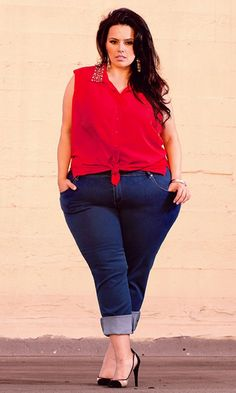 Curvy Casual  Your curves take front and center with skinny jeans and an embellished top! Try knotting your top in front for a fresh look, or wear it tunic-style for maximum versatility.